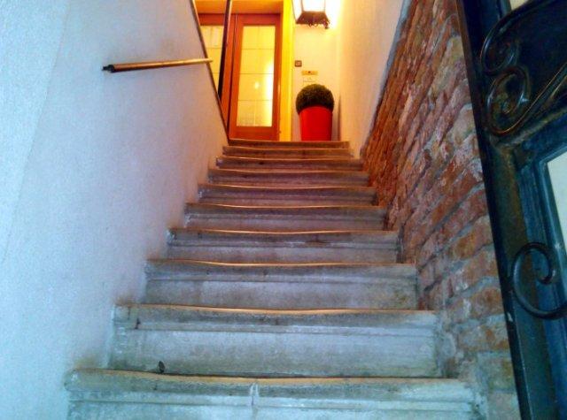 Entrata Hotel, le scale